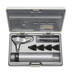 HEINE BETA400 Fibre Optic Otoscope Set with BETA Battery Handle, (4 Reusable Tips, 5 x 2.5mm and 5 x 4mm Disposable Tips, Spare Bulb, in a Hard Case) B-143.10.118